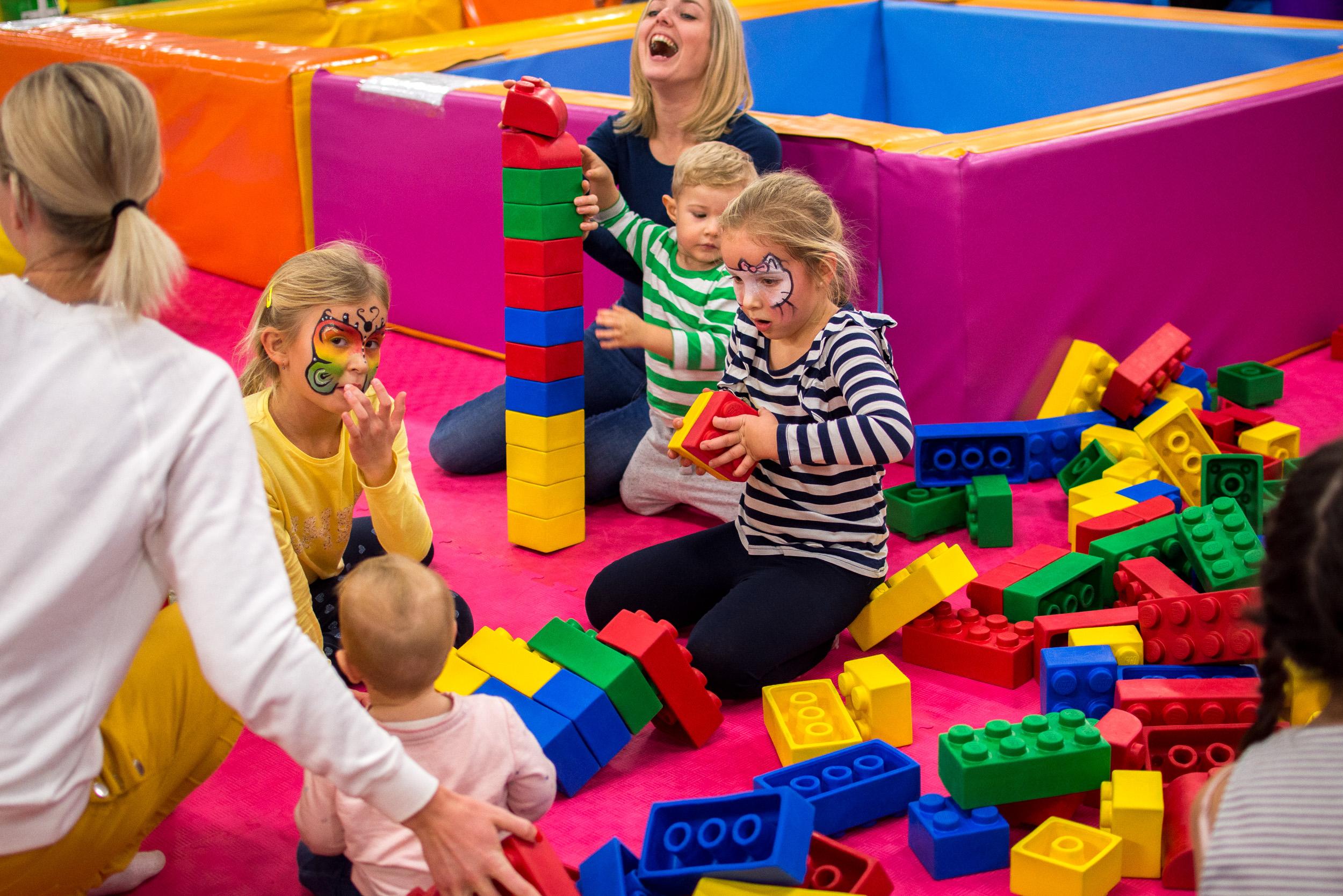 Maxi Lego Postavte si hrad, dom, zvieratko, alebo obrovskú vežu zmaxi lega – zmäkkého plastu, na ktorom si nikto neublíži.